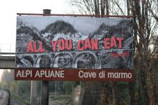 """ALL YOU CAN EAT"". Si serva chi può!"